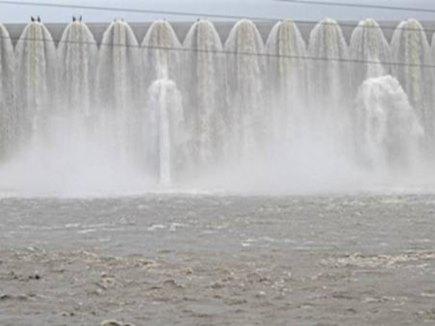 सर्वोच्च स्तर पर पहुंचा सरदार सरोवर का जलस्तर, छोड़ा जा रहा पानी