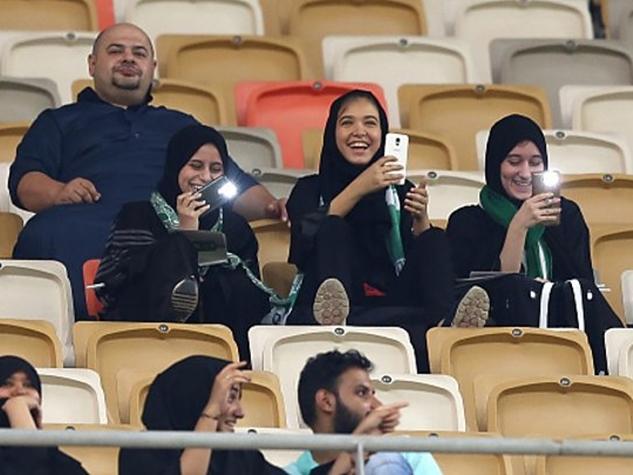 सऊदी अरब: पुरुषों के मैच में महिलाओं ने रच दिया इतिहास