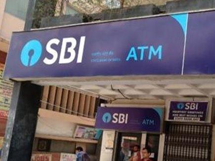 SBI ग्राहक इस शर्त पर ATM से कर सकेंगे अनलिमिटेड ट्रांजेक्शन, नहीं लगेगी फीस