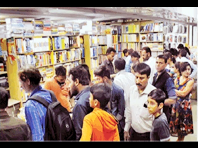 CBSE schools: चौथी कक्षा की 300 रु. की किताबों के लिए देने पड़ रहे 4200