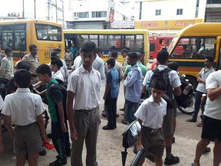 रायपुर : सिटी बस की स्कूल बस से टक्कर, 5 स्कूली बच्चे घायल