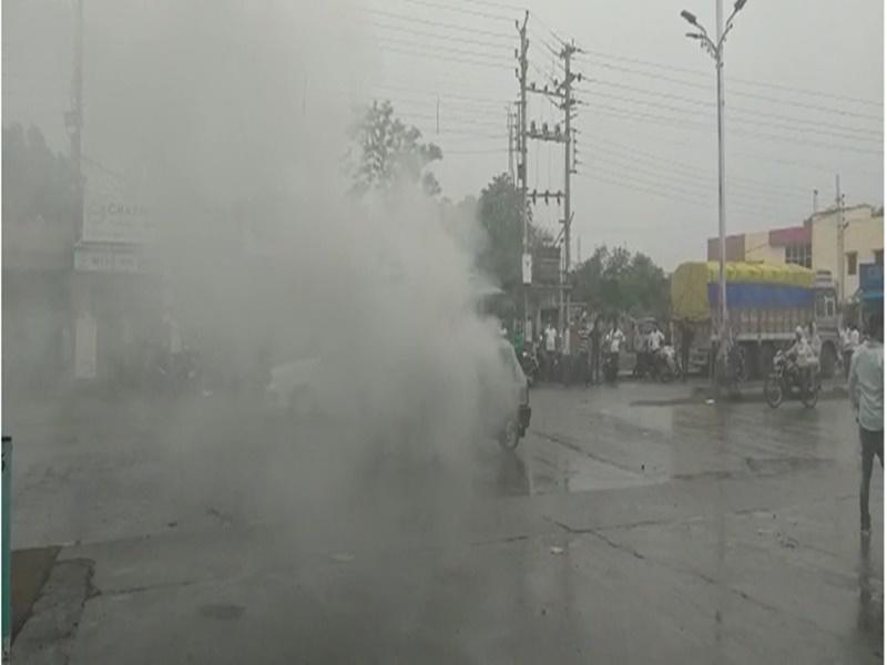 Sehore News : देखें VIDEO, CNG किट लगी कार में अचानक भड़की आग