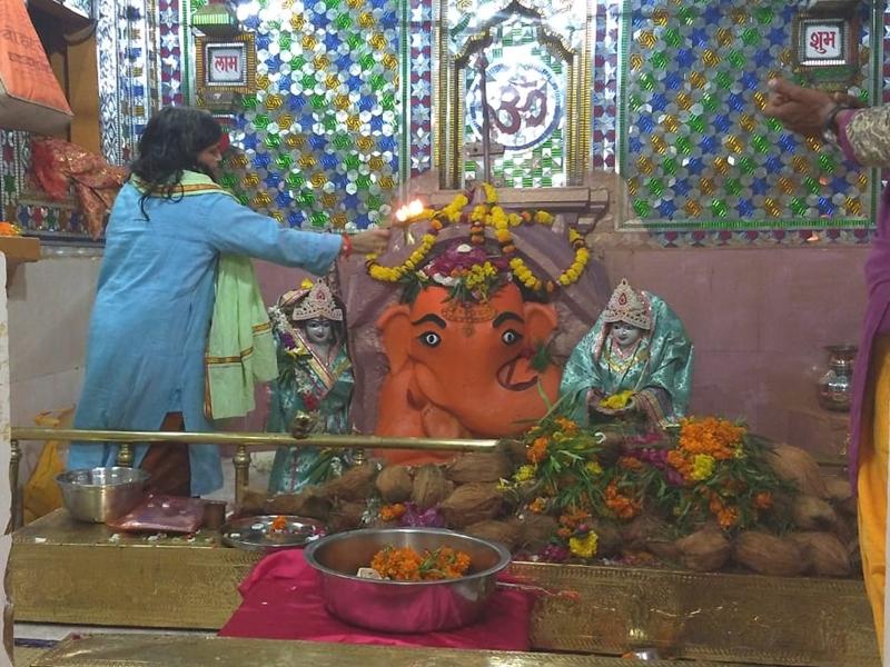 Ganesh Utsav 2019 : यहां उल्टा स्वस्तिक बनाकर मांगते हैं चिंतामन गणेश से मन्नत, देखें वीडियो