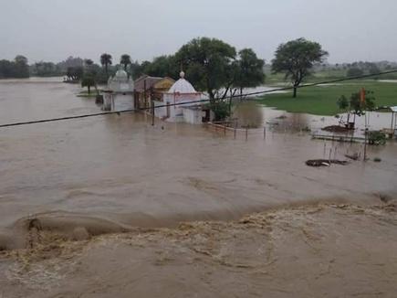 सिवनी में बारिश से वैनगंगा का छोटा पुल डूबा, रीवा में गाज से मौत