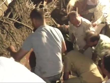 यूपी के शाहजहांपुर में हादसा, निर्माणाधीन लिंटर गिरने से 3 की मौत, कई दबे
