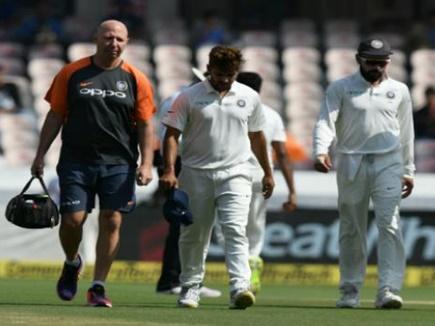 INDvsWI: शार्दुल को डेब्यू मैच में लगा झटका, चोट के कारण जाना पड़ा मैदान से बाहर