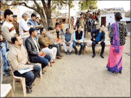 Sheopur: ड्रेस में नहीं मिली आंगनबाड़ी कार्यकर्ता, अफसरों ने रिश्वत में वसूला 'मुर्गा'