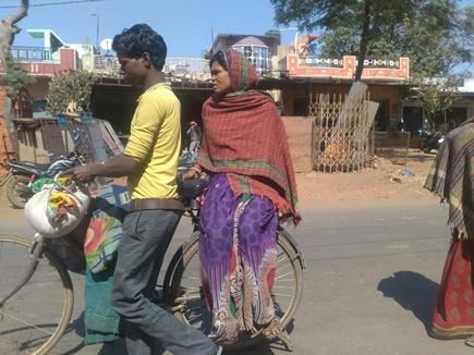 श्योपुर जिले में साइकिल पर प्रसूताएं, ठप पड़ी जननी 108 की सुविधा
