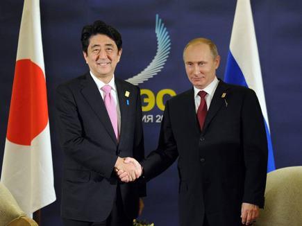 द्वीप विवाद : व्लादिमीर पुतिन ने जापानी प्रधानमंत्री शिंजो आबे से की शांति समझौते की पेशकश