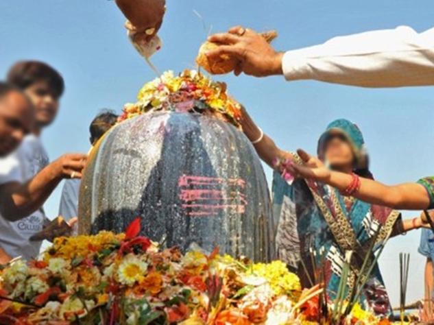 महाशिवरात्रि: शिव जी को न चढ़ाएं ये वस्तुएं, मानी गई हैं वर्जित