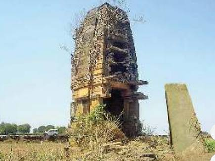 उपेक्षा से जर्जर हो रहा 700 साल पुराना ये शिवालय