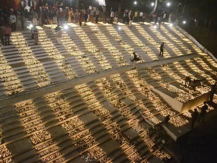 51 हजार दीपकों की रोशनी से जगमगाया शिवना तट