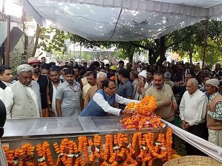 सीएम ने दी दादा श्रीनिवास तिवारी को श्रद्धांजलि, बोले राजनीतिक गुरू खो दिया