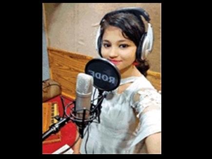 बस्तर की बेटी श्रुति बनीं बॉलीवुड सिंगर, इस फिल्म में गाया गाना