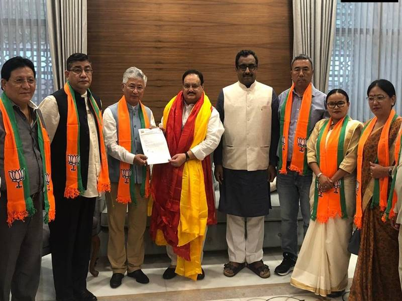 सिक्किम में पवन कुमार चामलिंग को झटका, उन्हें छोड़ डेमोक्रेटिक फ्रंट के 10 MLA भाजपा में शामिल