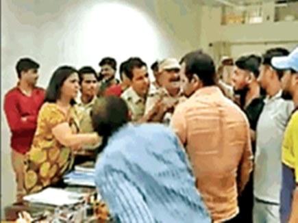 """जीवाजी विश्वविद्यालय की कुलपति ने छात्र नेताओं को कहा """"दलाल"""""""