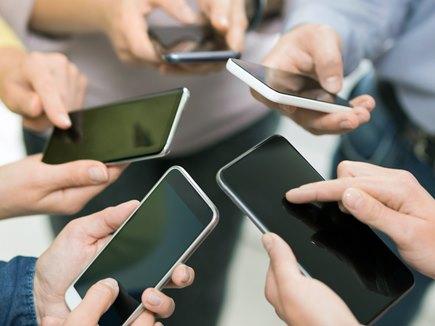 भारत में 2022 तक 83 करोड़ हो जाएगी स्मार्टफोन यूजर्स की संख्या: रिपोर्ट