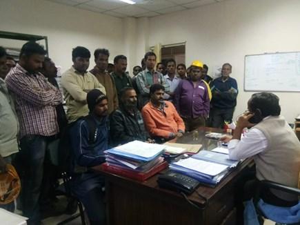 VIDEO: BSP में मजदूरों ने की हड़ताल, प्रबंधन ने ली वेतन भुगतान की जिम्मेदारी