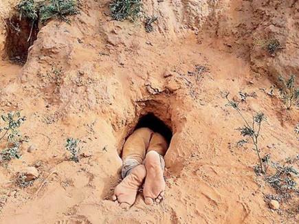 एक दिन पहले घर से गायब हुआ बच्चा, गड्ढे में इस हालत में मिला शव