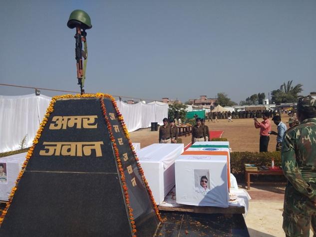 नारायणपुर : शहीदों को अंतिम सलामी, छलके आंसू