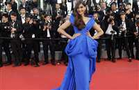 'कान' 2015  में सोनम कपूर 'ब्लू' में नजर आईं