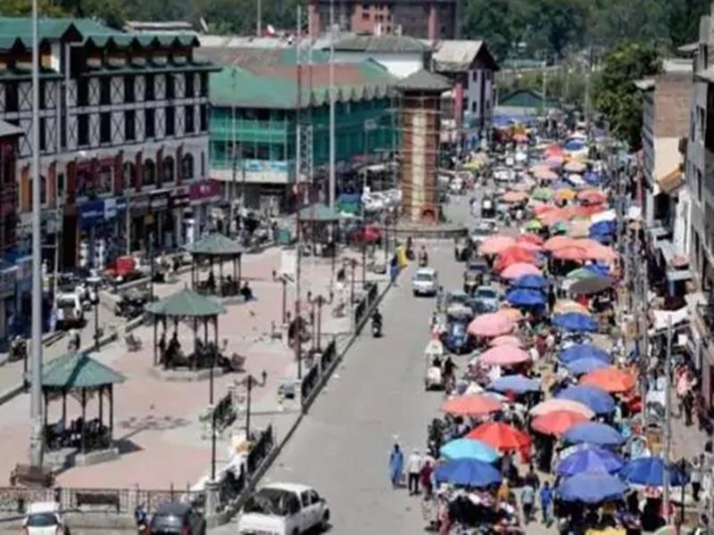 कश्मीर के ज्यादातर इलाकों से दिन की निषेधाज्ञा हटाई, हालात हो रहे हैं सामान्य