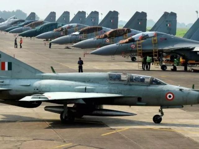 श्रीनगर और अवंतिपोरा एयरबेस पर हमला कर सकते हैं आतंकी, अलर्ट जारी