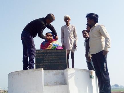 Image result for इस गांव में आंबेडकर की प्रतिमा को शाम से सुबह तक ओढ़ाते हैं कंबल, जानिये क्यों