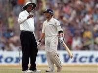 इन अंपायरों के कारण क्रिकेट हुआ शर्मसार