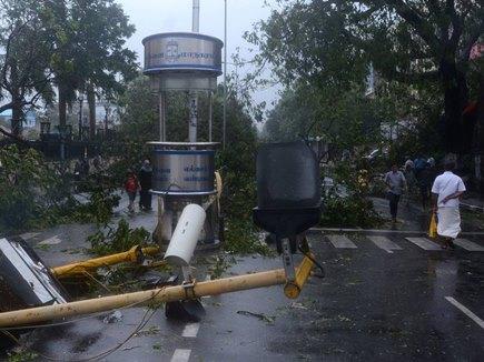पश्चिम बंगाल में तूफान से 200 घर ढहे, 13 राज्यों में अलर्ट जारी
