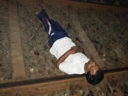 अटलजी के निधन से दुखी युवक रेलवे पटरी पर जान देने पहुंचा