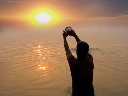 कैसे हुई सूर्य देव की उत्पत्ति, जानिए पूरी कहानी