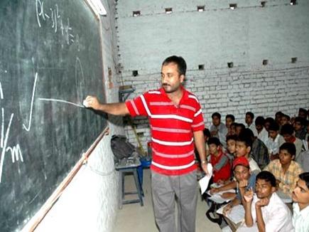 जिस छात्र को आनंद ने बताया क्वालीफाइड, वह कोटा में कर रहा पढ़ाई
