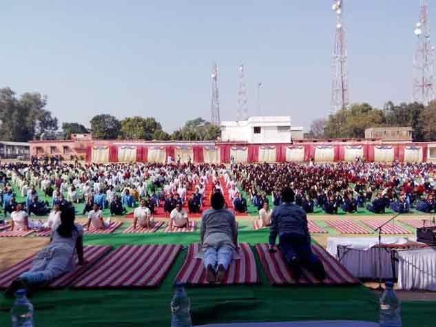 युवा दिवस : मध्यप्रदेश के स्कूल-कॉलेजों में सूर्य नमस्कार