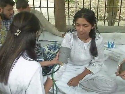 कठुआ दुष्कर्मः DCW चेयरमैन स्वाति मालीवाल का अनशन चौथे दिन भी जारी