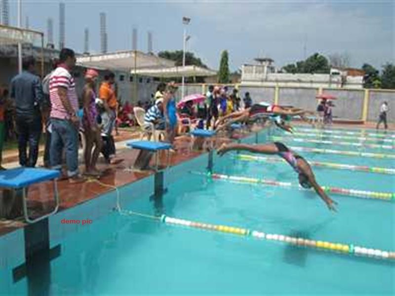Korba News : पीठ के क्रोनिक दर्द से जूझकर पूरा किया हर इवेंट में तैराकी का चैलेंज