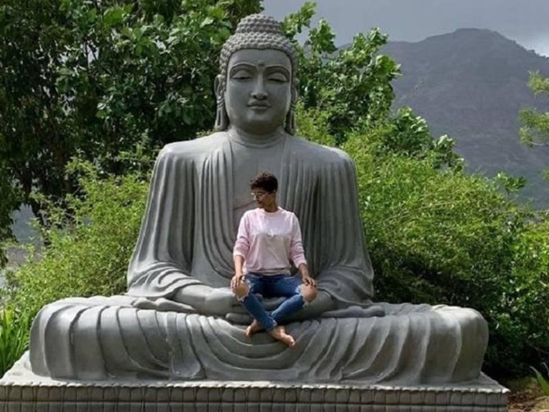 कैंसर से जंग जीतने वाली आयुष्मान की पत्नी ने मांगी माफी, गौतम बुद्ध की मूर्ति पर बैठ गई थीं