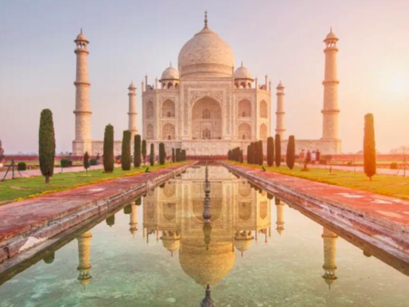 अब ताजमहल में तीन घंटे से ज्यादा समय बिताया तो भरना पड़ेगा फाइन