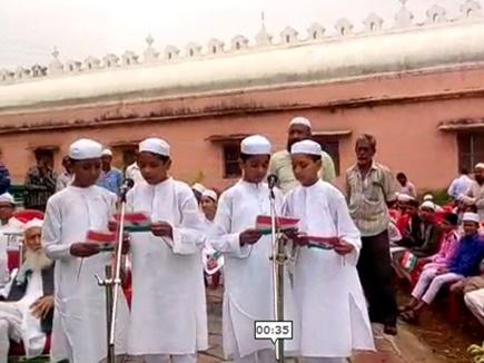 VIDEO : भोपाल में एशिया की सबसे बड़ी ताजुल मसजिद में फहराया राष्ट्रध्वज