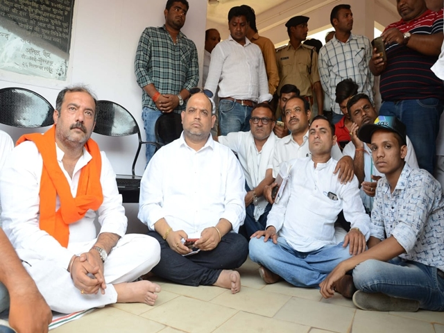 Jabalpur : प्रज्ञा सिंह पर FIR दर्ज करने की मांग, थाना पहुंचे मंत्री भनोत