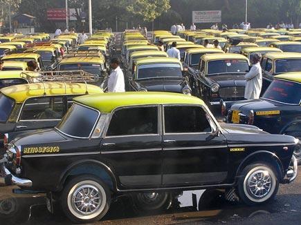 मुंबई में टैक्सी चलाने के लिए 221 महिलाओं ने किया आवेदन