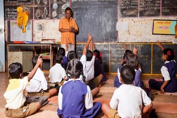 आलेख : बेहतर शिक्षकों से ही संवरेगी शिक्षा - जगमोहन सिंह राजपूत