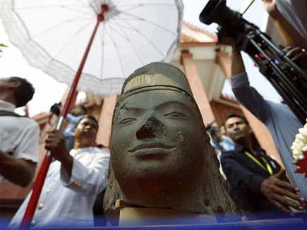 130 साल पहले कंबोडिया से चोरी हुई मूर्ति का सिर वापस मिला