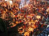 मकर संक्रांति पर दीपकों की रोशनी से जगमगाया रायपुर का अय्यप्पा मंदिर