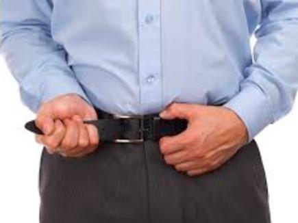 मोटापा छिपाने या पेट कम दिखाने के लिए टाइट बेल्ट पहनना दे सकता है शरीर को रोग