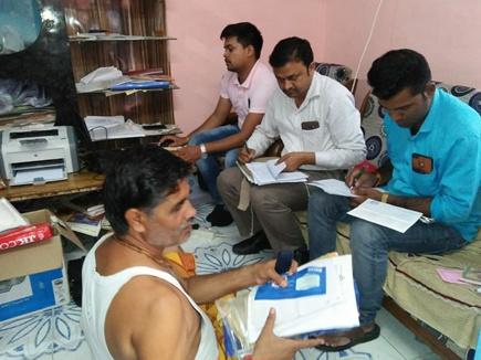 टीकमगढ़ में सहकारी समिति के सहायक प्रबंधक के यहां छापा, 80 लाख की बेनामी संपत्ति मिली