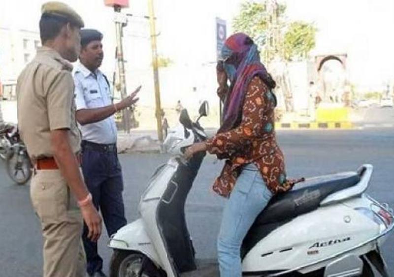 New Traffic Rules : गुजरात सरकार ने दी ट्रैफिक नियमों में ढील, अब 1,000 की बजाय 500 रुपए का बनेगा चालान