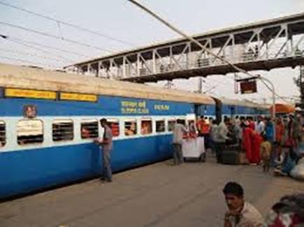 नवरात्रि पर धार्मिक स्थलों के स्टेशनों पर रुकेंगी ट्रेनें