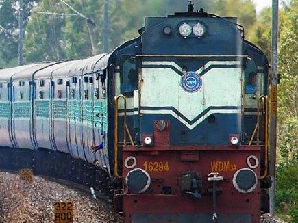 रेलवे मुंबई से वाराणसी के बीच चलाएगा 10 विशेष ट्रेनें