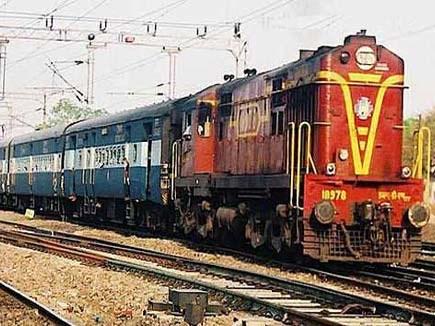 Train Cancel: रेलवे ट्रेक पर काम के चलते यहां 38 ट्रेनें रहेंगी कैंसल
